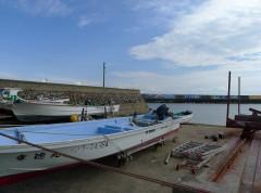 漁港からの眺め。主要産業は他島と同じく漁業。
